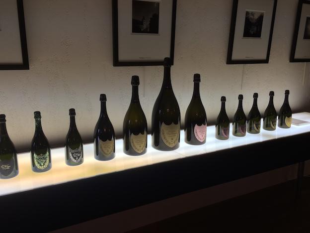 Salle de réception Dom-Perignon avec toutes les tailles de bouteilles