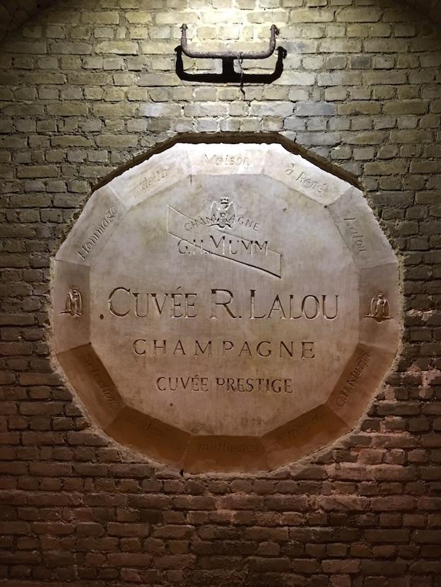 blason du champagne Mumm René Lalou avec 12 faces qui représentent les 12 parcelles dont est issu cette cuvée