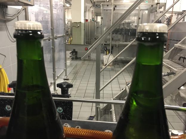 Dépôt congelé dans le goulot des bouteilles avant dégorgement